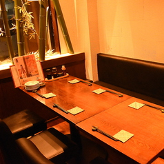 6名様までご利用いただけるテーブル個室がございます。落ち着いた空間でごゆっくり御くつろぎいただけます。