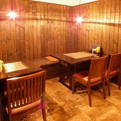 4名テーブルと2名テーブルは結合もできます