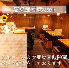 入口からカウンター4席テーブル2名~最大11名様