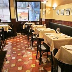 2階のお席はゆっくりくつろげるレストランスペースとして最適。外装から内装、食器までこだわり、シチリアを存分にお楽しみ頂けます。フロア貸切は最大26名様まで♪デートや大切な方の記念日にも最適☆店舗貸切は最大50名様まで可能です。