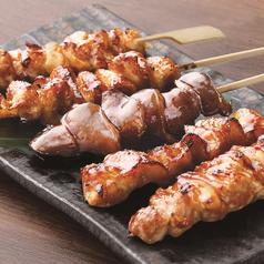 料理メニュー写真炭火串焼盛り合せ(塩・たれ)五串