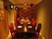 大人数用に区切ることもでき、様々なシーンでお使い頂ける個室です。大切な方とのお食事会にもご利用頂けます。