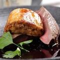 料理メニュー写真国産牛フィレ肉とフォアグラのロッシーニ風 トリュフのポルト酒ソース【大人気 贅沢なお料理定番です!】