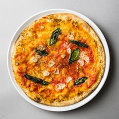 料理メニュー写真にんにくとバジルのマリナーラピッツァ