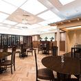 松阪牛 よし田では、大人数でのご利用が可能な大宴会場を備えております。歓送迎会や同窓会、会社の大型宴会などの各種ご宴会でご利用ください。広々とした空間で、楽しい時間をお過ごしくださいませ。