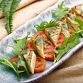 料理メニュー写真フルーツトマトと藁燻カマンベールのカプレーゼ