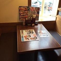 家族でのお食事、ランチに…!気軽に使えるテーブル席がおすすめ。※写真は系列店