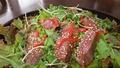 料理メニュー写真牛ステーキサラダ
