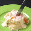 料理メニュー写真4種のチーズのポテトサラダ 半熟玉子添え