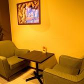 ゆったり座れるお2人様用のソファー席も人気です!