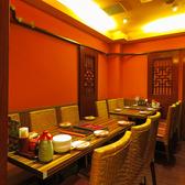 ≪テーブル6名×2≫6名様用のお席は女子会にもおすすめ!落ち着いた雰囲気に、ついつい長居したくなる快適さ・・・。ゆっくりとお楽しみください☆