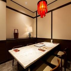 4名掛けの個室席。家族との食事や、誕生日などの記念日のお祝いにピッタリ。個室なので他グループとの接触も控えることもできます。
