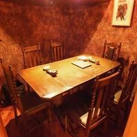 シャンデリア輝く隠れ家個室。接待や、友人同士で◎