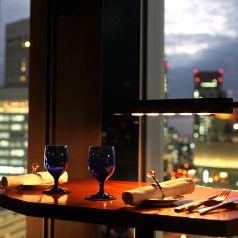 目前に広がる夜景! 窓際カップルソファ