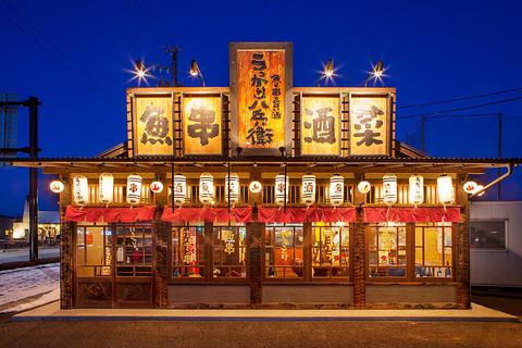 新鮮な魚介や種類豊富な創作串焼きが人気。全国から仕入れる日本酒などのお酒も魅力。