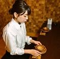お客様に視覚からお料理を楽しんで頂けるように1枚1枚こだわりのお皿をお料理に合わせて使用しております。