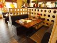 ゆっくりとすわることができるソファータイプのテーブル席。