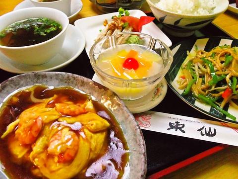 海鮮が自慢の中華料理店。メニューは豊富に揃っており、テイクアウトも可能です。