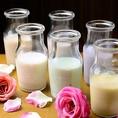 【女性に嬉しい豆乳カクテル】コースの飲み放題にも◎豆乳カクテルが新しくなりました。見た目にもかわいらしく、高タンパクにビタミンもとれる豆乳で割った飲みやすいカクテルです。5種の味からお選び頂けます。くろすぐり豆乳/抹茶豆乳/苺クリームソイミルク/カルーア豆乳/アーモンド豆乳