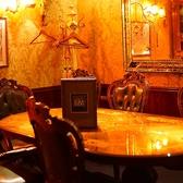テーブル席の個室になっています。8名様まで、ご利用できるようになっています。カラオケも付いているので、周りの目を気にせずに歌うことができます♪