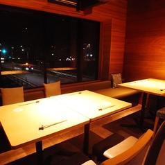 広々した横並びのテーブル席で送別会・歓迎会・同窓会など各種ご宴会に。
