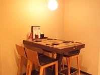 鉄板近くのテーブル席
