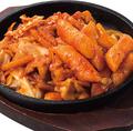 料理メニュー写真タッカルトッポギ(野菜と鶏の鉄板焼き)