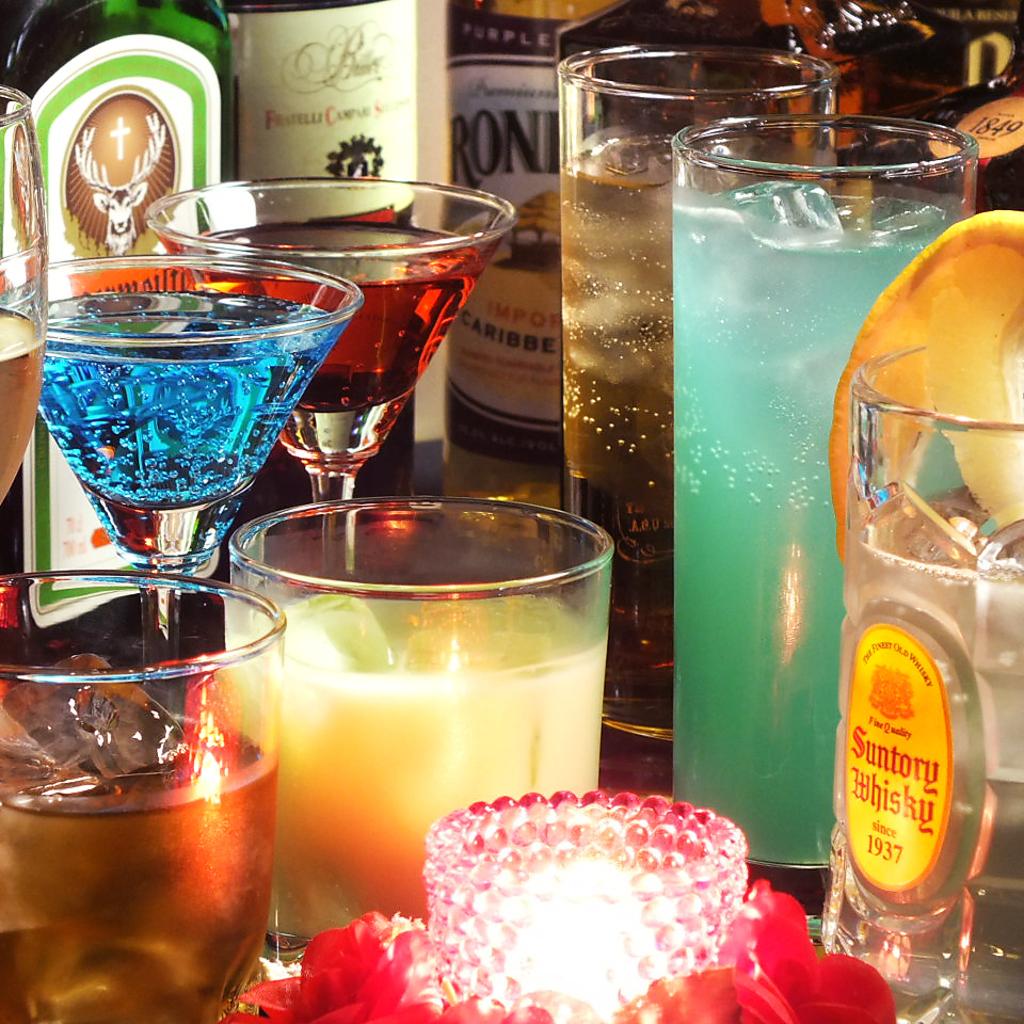 バーならではの本格カクテルを豊富に取り揃え。モエシャンをはじめシャンパンボトルも★