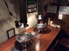 半個室風でロースターが2つある広い席。女子会や友達と楽しく焼肉できますよー