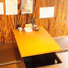 2名様用のテーブル席は仕事帰りのチョイ飲み・サク飲みやデートなどにもオススメのちょうどいいサイズのお席です。