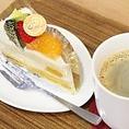 ケーキとドリンクをセットでご注文いただくと、50円引きになります!カフェスペースをご利用の際は、セットでのご注文がオススメです。