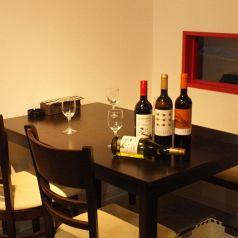 急な飲み会や女子会にもピッタリ!!広々テーブル席4名様×2★カップルのお客様には2名用のテーブル席もございます★