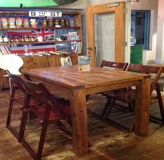 手作り感あふれるお洒落なテーブル席♪