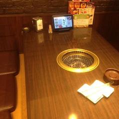 ゆったり座れるテーブル席です♪