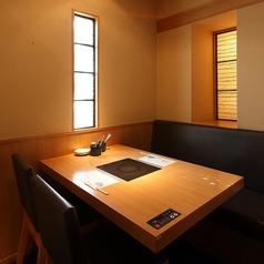 個室のテーブル席もご用意。