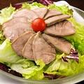 料理メニュー写真豚タンサラダ
