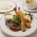 料理メニュー写真和風フィレステーキ50gと海老フライ
