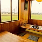 窓から見える風景ものどかで癒されます。足をのばして、ゆっくりくつろげる座敷席。年配の方や子供がいるグループにもオススメ◎