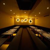 間接照明で落ち着ける雰囲気のお座敷は最大35名様までOK!