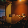 ◇落ち着いた大人の時間流れる個室◇階には6名様、10名様でご利用いただける個室をご用意。個室をお繋ぎして12名様、16名様と中宴会でのご利用も可能です。