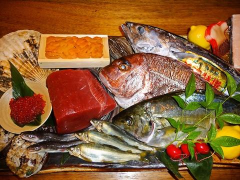 漁師がその日に水揚げしたとれとれの魚介類や通も満足な鯨料理が堪能できるお店
