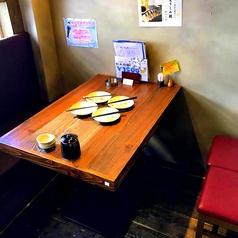 【2名~4名様】着席可能な「テーブル席」。ちょい飲み・お食事・デートなどにぴったりのお席です。