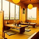 座敷席はテーブルの配置を変えれば24名までのグループで利用可能です。