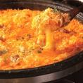 【チーズリゾット】石もつ鍋の〆はやっぱりコレ♪4種以上のチーズを使用し石もつ鍋で旨みを凝縮した究極のリゾット!おこげも絶品です♪