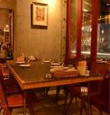 6名様用のテーブル席。