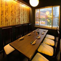 【2階個室】2F席を上がると1番奥にある、普通のお席よりも1段高くなっている席。1段高い分、他のお客様には邪魔されない、特別な空間をあなただけに。