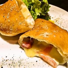 ベーコンとマスカルポーネ チーズのカルツォーネ