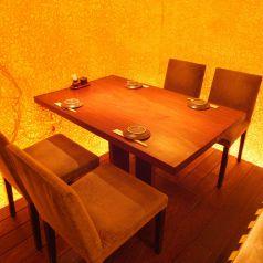 2階:2~4名様でのお食事会にぴったりのテーブル席です◎