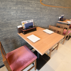 2名様用のテーブル席は全3卓ご用意しております◎普段使いやお友達とのお食事にもおすすめ♪