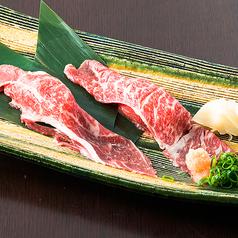 料理メニュー写真和牛肩ロース炙り寿司(二貫)